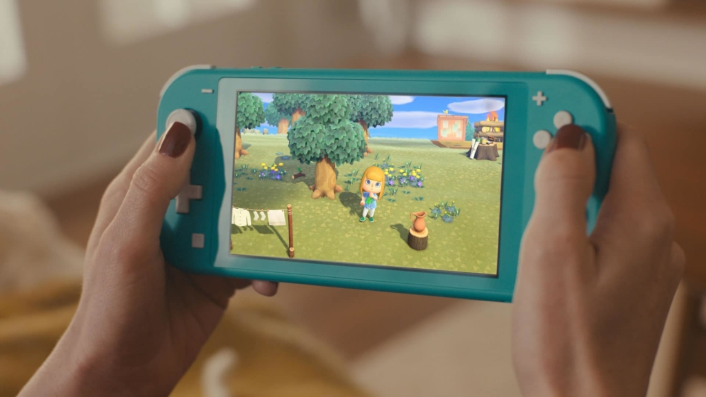 Turqoise Nintendo Switch Lite In-use