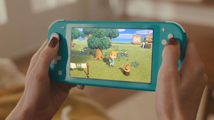 Turqoise Nintendo Switch Lite In-use