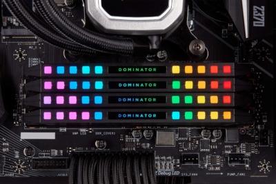 Corsair Dominator Platinum RGB Black Lifestyle 2