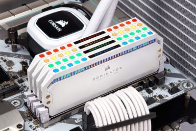 CORSAIR Dominator Platinum White RAM Lifestyle 2