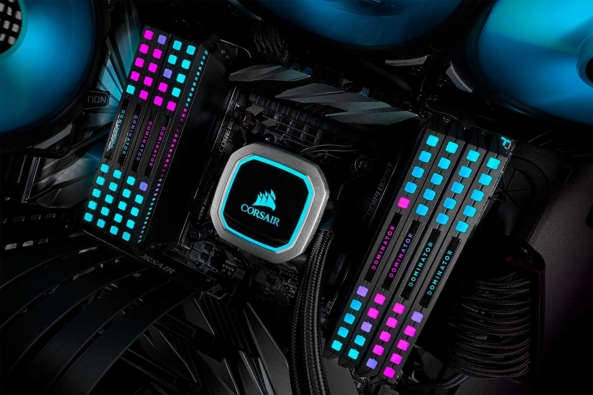 Corsair Dominator Platinum RGB Black Lifestyle 4