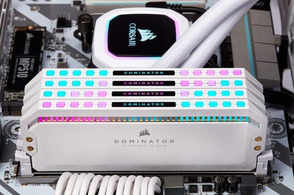 CORSAIR Dominator Platinum White RAM Lifestyle 5