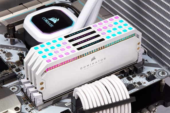CORSAIR Dominator Platinum White RAM Lifestyle 6